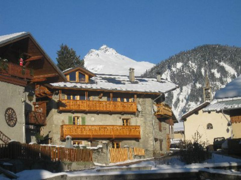 chalet tarine les arcs ski chalet for self catered skiing snowboarding and summer holidays in