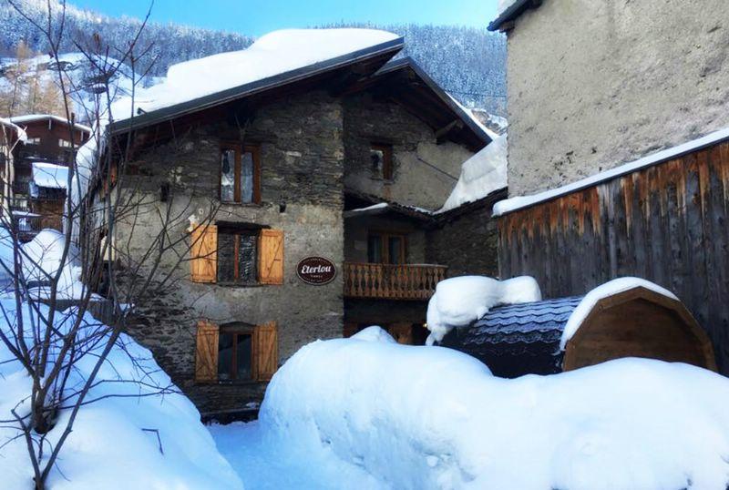 chalet eterlou tignes ski chalet for catered chalet. Black Bedroom Furniture Sets. Home Design Ideas