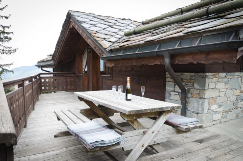 chalet vallon blanc la tania ski chalet for catered chalet skiing holidays snowboard and