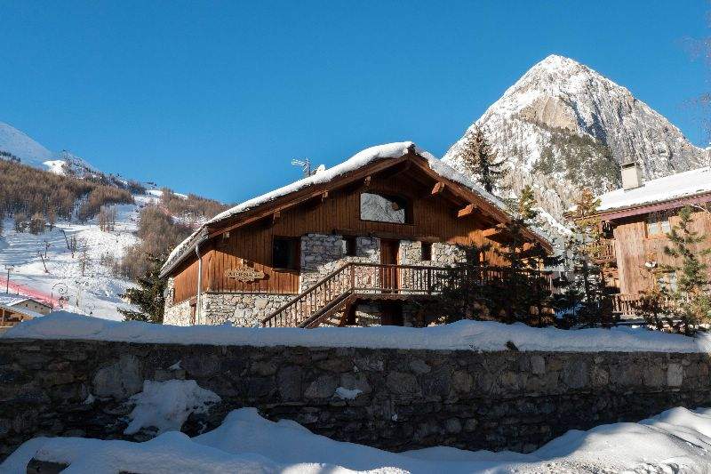 chalet bonjour athenaise val d is 232 re ski chalet for catered chalet skiing holidays snowboard